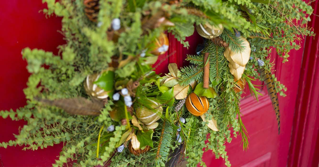 https://www.edenproject.com/shop/sites/default/files/revslider/image/christmas-wreaths.jpg
