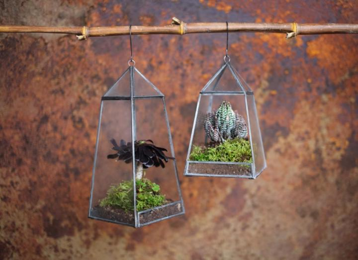 Aculo hanging planter from Nkuku