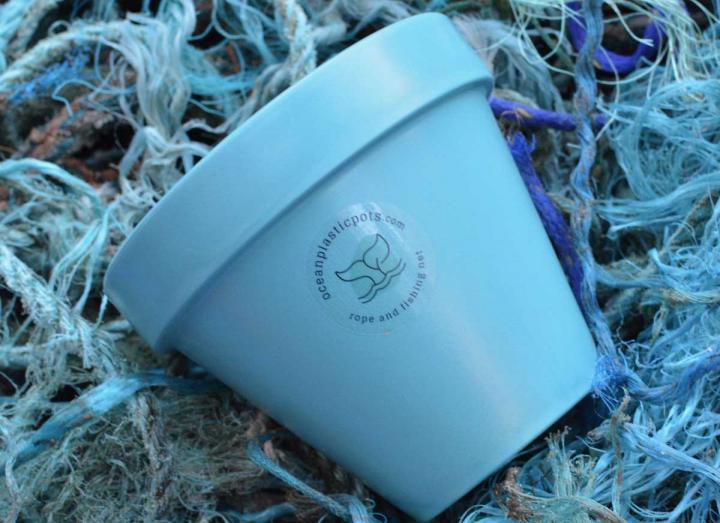 Blue ocean plastic plant pot & saucer