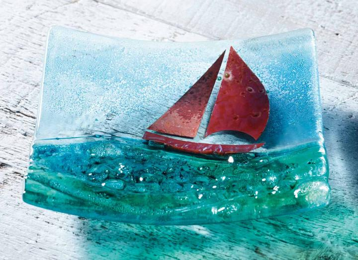 Jo-Downs-14cm-glass-bowl-boat.jpg