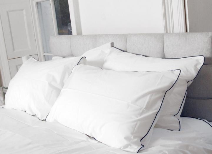 Sleep Organic navy piping duvet set