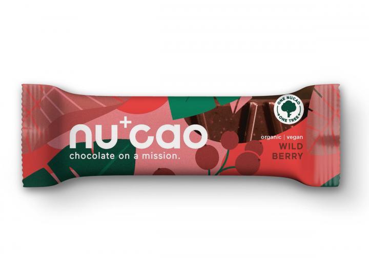 Nucao wild berries raw chocolate bar
