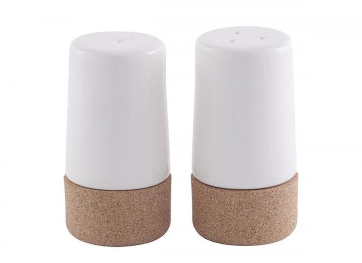 Salt & pepper shaker set in ceramic & cork
