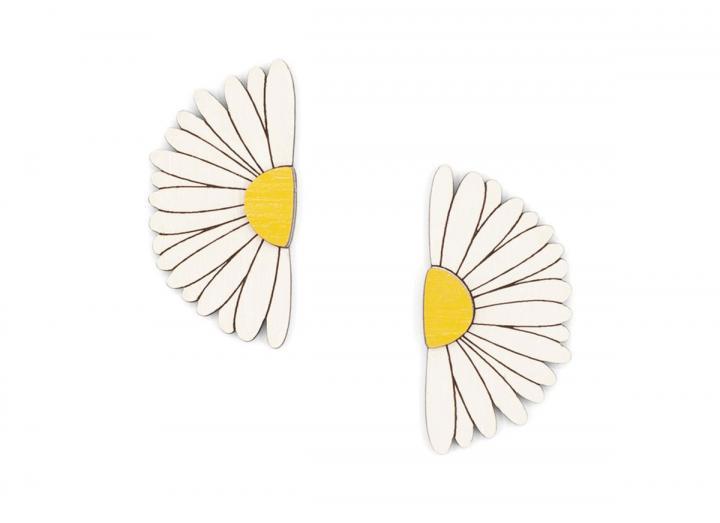 Love me love me not earrings