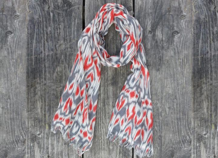 Patterned fine wool scarf coral