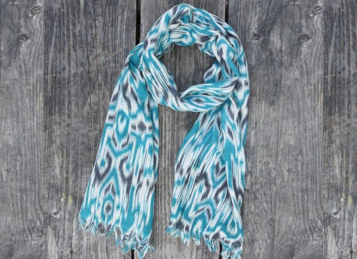 Patterned fine wool scarf teal