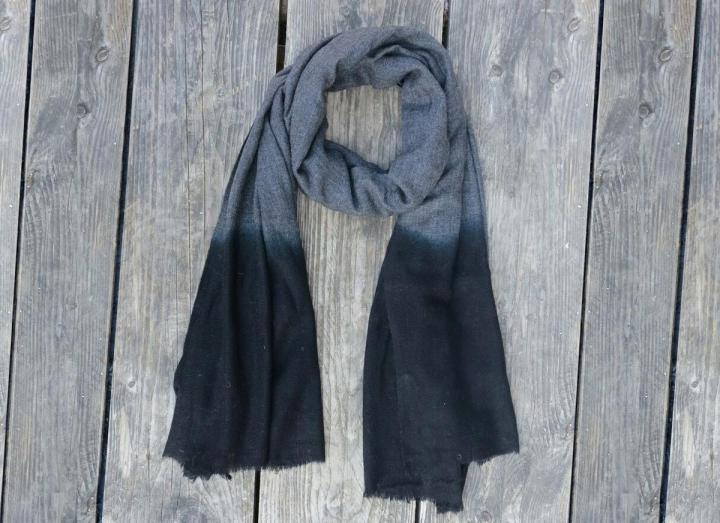 Dip dye scarf dark grey and black