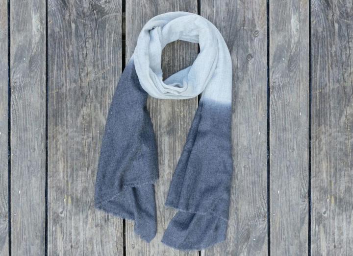 Dip dye scarf light and dark grey