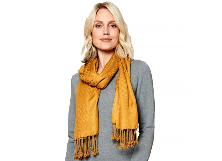 Tassle scarf